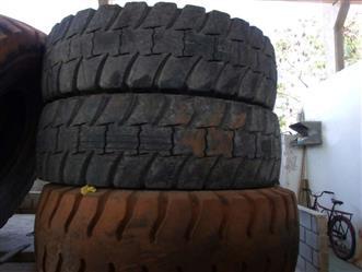 Pneus para caminhões fora de estrada 46/90 X 57 USADOS 70% DE VIDA ÚTIL